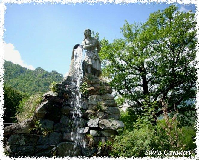 Fontana di Rosazza con figura e cascata